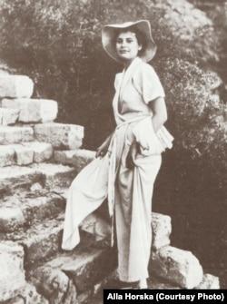 Алла Горська на відпочинку в Одесі. Кінець 1940-х років