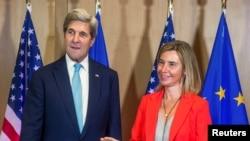John Kerry i Federica Mogherini nakon sastanka u Briselu