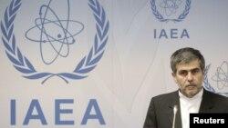 فریدون عباسی در دفتر آژانس اتمی در وین، شهریور ۹۱