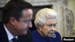 Британская королева Елизавета II на заседани кабинета министров. Лондон, 18 декабря 2012 года.