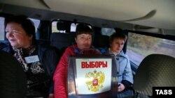 Орусияда шайлоо комиссиясынын мүчөлөрү үйлөрдү кыдырууда.