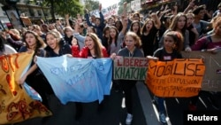 Ֆրանսիա - Դպրոցականների բողոքի ցույցը ի պաշտպանություն Խաչիկ Խաչատրյանի և Լեոնարդա Դիբրանիի, Փարիզ, 17-ը հոկտեմբերի, 2013թ․