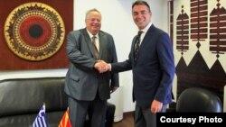 Архивска фотографија: Средба на министерот за надворешни работи Никола Димитров со министерот за надворешни работи на Грција, Никос Коѕијас во Скопје на 31.08 2017 година