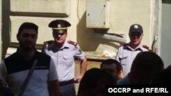 Poliția azeră împiedică activiști să intre în sala Tribunalului