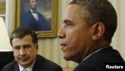 Obama Saakaşvilini Ağ evdə qəbul edir. 3 yanvar, 2012