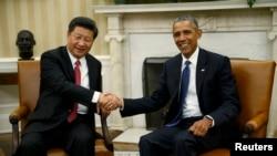 АҚШ президенті Барак Обама (оң жақта) мен Қытай президенті Си Цзиньпин.