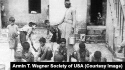 کودکان ارمنی در یتیم خانه ای در حلب، عکس از وگنر ۱۹۱۶