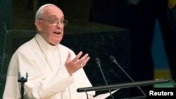 Рим папасы Франциск БҰҰ Бас ассамблеясында сөйлеп тұр. Нью-Йорк, 25 қыркүйек 2015 жыл.
