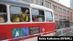 Каримонинг Прага сафари лоббичилари орасида¸ Ўзбекистонга трамвай сотадиган чех ширкатлари ҳам борлиги айтилади.