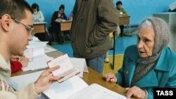 «Избирательное право - это право избирателя получить бюллетень и опустить его в урну. На этом избирательные права кончаются».