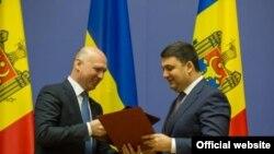 Primii miniștri Pavel Filip și Vladimir Groisman, luni la Kiev