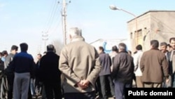 Workers in Arak protesting unpaid wages
