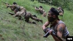 Проросійські бойовики батальйону «Восток» на тренуванні поблизу Донецька, 1 червня 2014 року