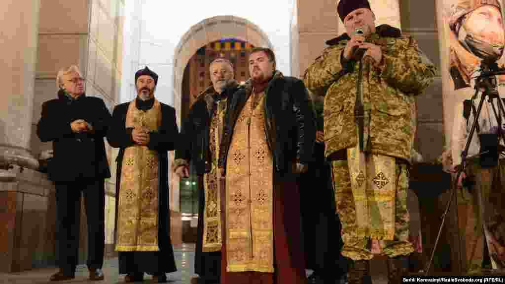Акція почалася з літургії, яку провели священики, що також стояли на Майдані