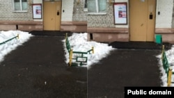 "Photos from Moscow's mayoral portal ""Our City."" When a resident sent a picture (left) complaining that a trashcan had gone missing, a city official replied three days later saying the garbage can had been reinstalled and included another photo (right) to prove it. It appears however, that he simply sent an enlarged and retouched version of the original image submitted by the complainant."