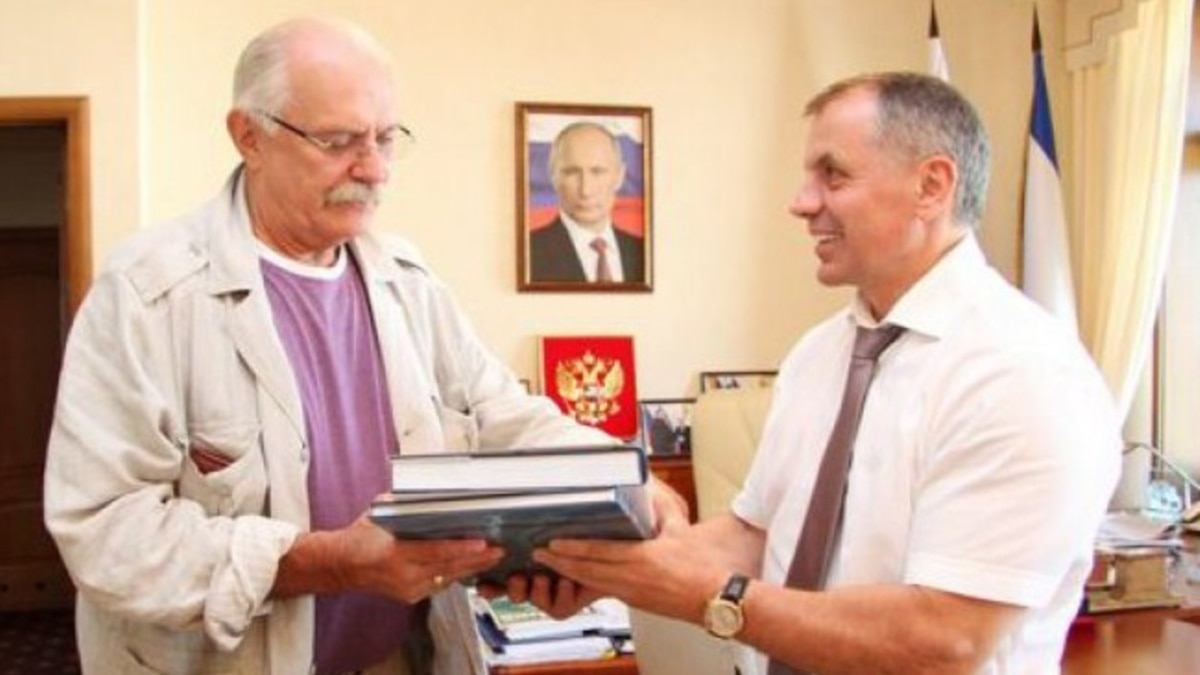 Познер Vs Михалков: как в России защищаются от дезинформации относительно COVID-19