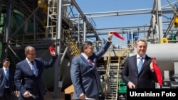 У рамках робочої поїздки до Криму Президент України Віктор Янукович в Армянську взяв участь у відкритті нового комплексу з виробництва сірчаної кислоти «Кримський ТИТАН», 27 квітня 2012 року
