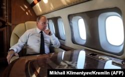 Владимир Путин во время перелета из Каира в Анкару. 11 декабря