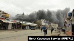 Пожар на рынке по улице Ирчи Казака в Махачкале