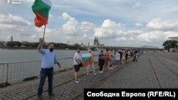 Като български граждани и европейски данъкоплатци. Протестите в чужбина продължават