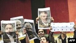 ناظران سياسی می گويند محافظه کاران برنده انتخابات روز جمعه خواهند بود.( عکس: AFP)