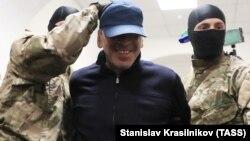 Экс-премьер Дагестана Гамидов во время задержания