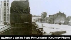 Менск падчас Другой сусьветнай вайны, каля Дому ўраду