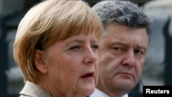 Канцлер Німеччини Анґела Меркель та президент України Петро Порошенко