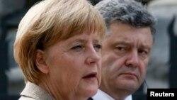 Канцлер Німеччини Ангела Меркель (Л) і президент України Петро Порошенко (П)