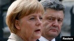 Ангела Меркель та Петро Порошенко, архівне фото
