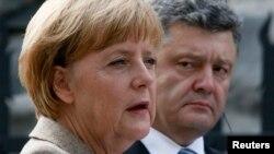Angela Merkel i Petro Poroshenko, Kijev 23. avgust