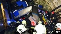 Спасатели на месте аварии в метро Москвы. 15 июля 2014 года.
