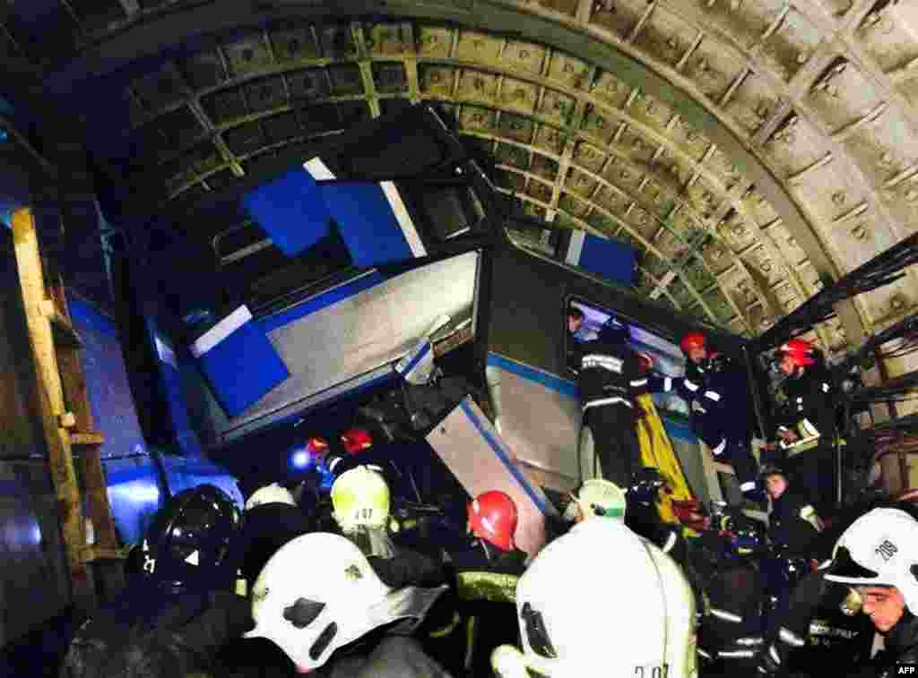 Rescuers work near a derailed subway train in a tunnel between Park Pobedy and Slavyansky Bulvar stations in Moscow on July 15. (AFP/ITAR-TASS/Varya Valovil)