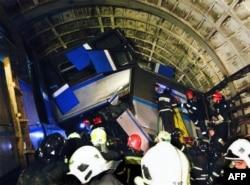 Работа спасателей в московском метро, 15 июля 2014 года