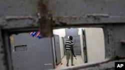 Триполи: в одной из тюрем, взятых повстанцами