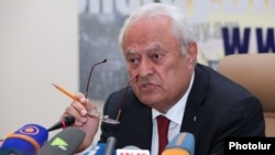 Armenia -- Minister of Energy and Natural Resources Yervand Zakharian gives a press conference, Yerevan, 13May2015
