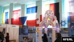 Виставка-презентація міст під час Міжнародної конференції з розвитку туризму, Харків, 20 квітня 2010 року