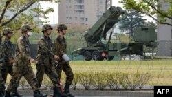 Пускова установка системи ПРО на чергуванні біля будівлі Міністерства оборони в Токіо в Японії, 9 квітня 2013 року