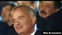 Uzbekistan - President Karimov watches Independence day celebrations in Tashkent, 31Aug2009