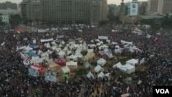 """Египет тұрғындары """"Араб көктеміне"""" екі жыл толғанын атап өтті. Каир."""