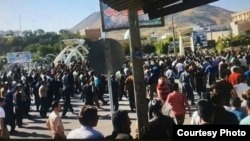 People of Baneh in Kurdistan Province protest at the killing of border porters.