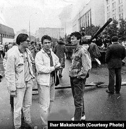 Ігар Макаловіч, Раман Рудзь і Сяргей Арлоўскі ў Маскве, жнівень 1991 году