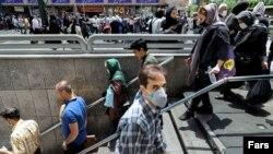 در روزهای اخیر علیرغم اعمال برخی محدودیتها در تهران، مسئولان وزارت بهداشت از اعلام وضعیت قرمز درباره تهران خودداری کردهاند.