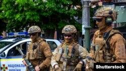 Митниця: обшуки проводять співробітники Служби безпеки України та Державного бюро розслідувань