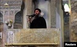 Покойный Абу Бакр аль-Багдади проповедует в захваченном Мосуле. 5 июля 2014 года