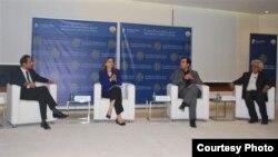 مشاركون في ندوة عن حقوق الأقليات بمقر مركز بروكنغز الأميركي للأبحاث في الدوحة