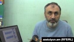 Գրահրատարակիչ Արմեն Մարտիրոսյանը հարցազրույց է տալիս «Ազատությանը», արխիվ