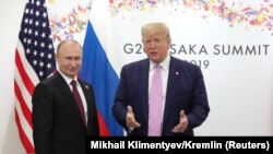 Russian President Vladimir Putin (left) and U.S. President Donald Trump are scheduled to take part in the G20 videoconference on March 26. (file photo)