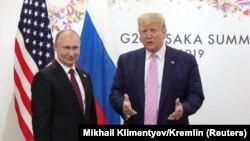 Президент США Дональд Трамп (справа) и президент России Владимир Путин