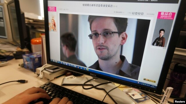 An image of Edward Snowden, a former contractor at the National Security Agency (NSA), on a Chinese news website